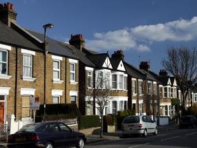 В Великобритании стало выгодно отказываться от аренды жилья, а в Швейцарии – покупать шале