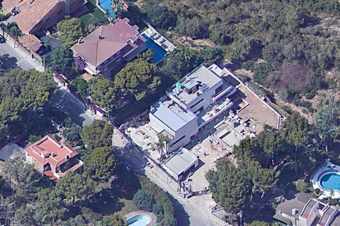 вид сверху на дом Суареса в Испании