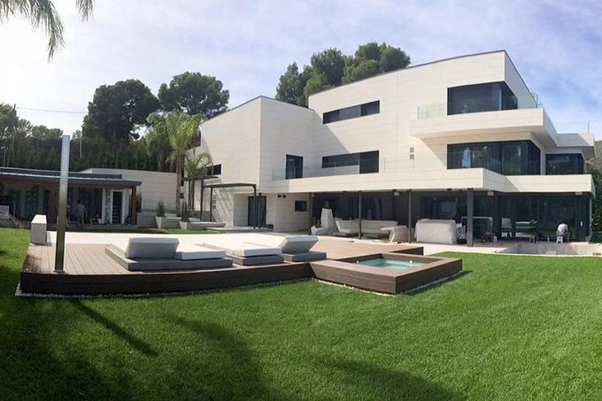 дом Месси в Испании