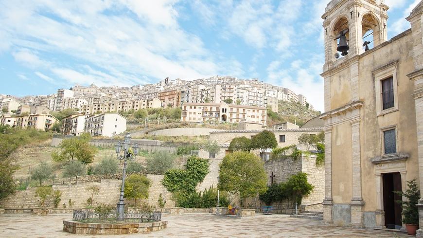 Итальянская деревня отдает недвижимость бесплатно