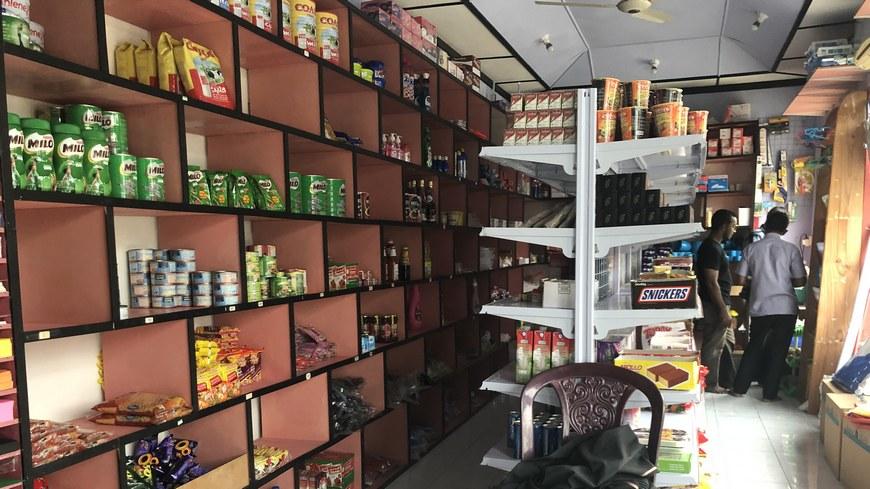 Продуктовый магазин на Мальдивах