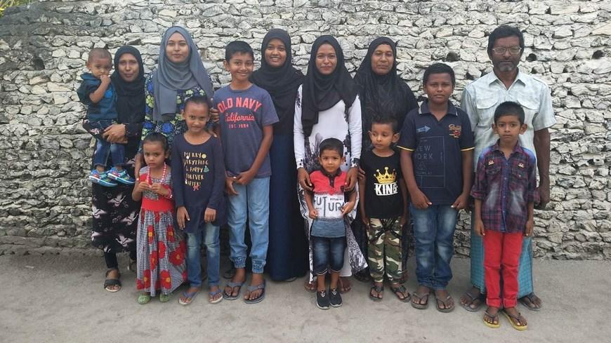 Жители мальдивской деревни
