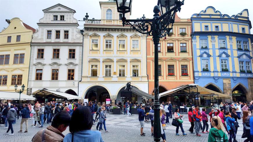 Вид на площадь в Чехии